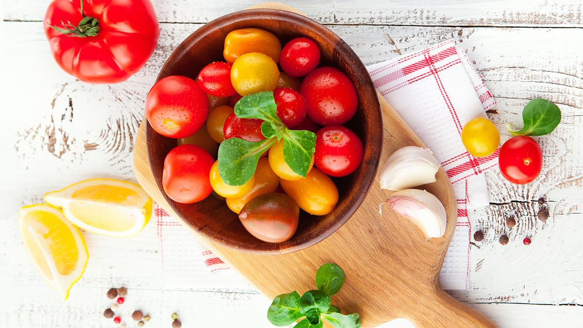 Το κόκκινο φρούτο που προστατεύει την καρδιά και το δέρμα!
